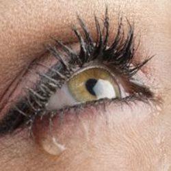 Что делать если слезятся глаза