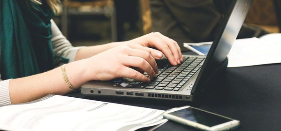 Как понять что ты нравишься парню по переписке в интернете: основные признаки