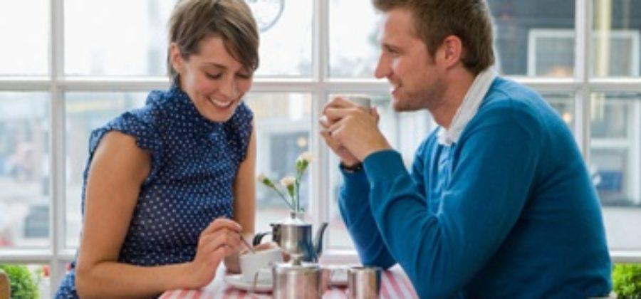 Как себя преподносить, чтобы понравиться парню: от выбора одежды до поведения