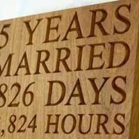 Правильный выбор: что красивого подарить мужу на деревянную свадьбу