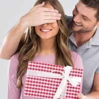 Эффективные способы, как ненавязчиво намекнуть мужчине на подарок