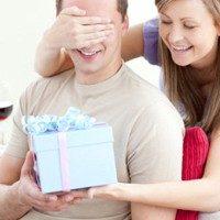 Год отношений: что оригинальное и недорогое можно подарить парню