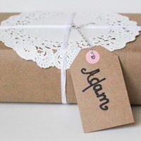 Как избежать сложностей при упаковке подарка для мужчины своими руками – видео в помощь