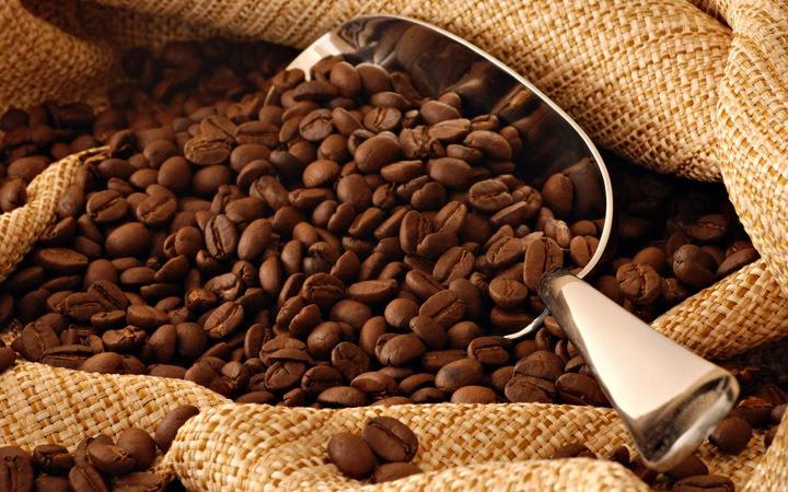 Немолотые зерна хорошего арабского кофе