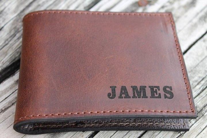 Подарок для мужчины с гравировкой в виде портмоне
