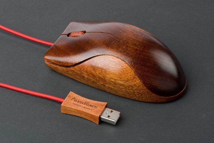 Мышка и флешка с деревянным покрытием