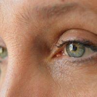 Отеки и мешки под глазами: принципиальные отличия