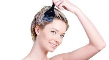 Нанесение маски на волосы