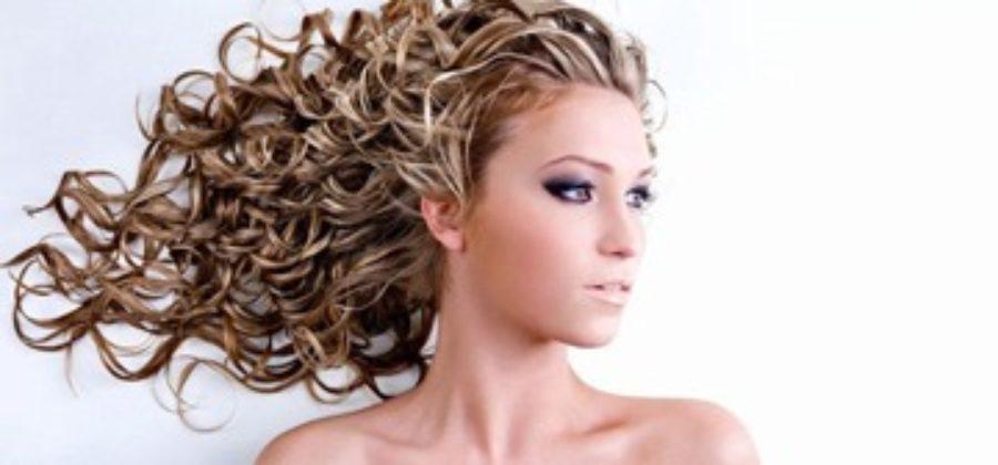 Мелирование на кудрявые волосы – источник красоты и ухоженности