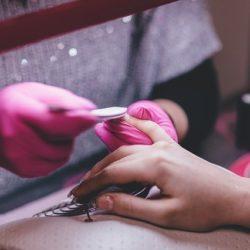 Гель для наращивания ногтей: особенности выбора и советы